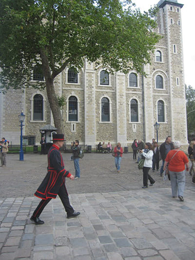 170117_gian06_tower-of-london-guards